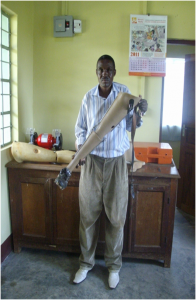 Julius, the Jaipur Limb technician, in the new ELoH sponsored limb centre.