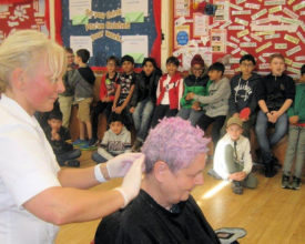 Teach having her hair dyed pink